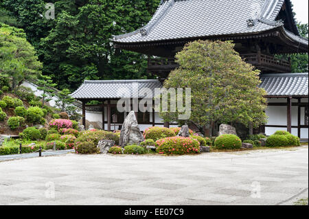 Kaisan-do zen temple, Tofuku-ji, Kyoto, Japan. The sand in the kare-sansui (dry) garden is raked into a checkerboard - Stock Photo