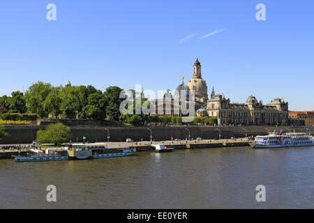Deutschland, Sachsen, Dresden, Altstadt mit Elbe, Elbufer - Stock Photo