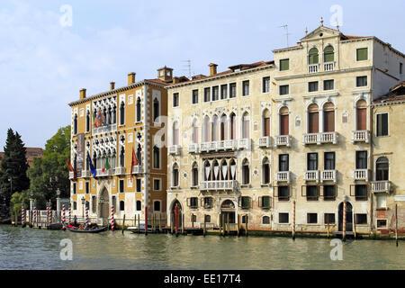 Palazzo Cavalli Franchetti und B∑rbaro-Curtis am Canale Grande in Venedig, Italien - Stock Photo