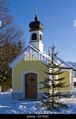 Deutschland, Oberbayern, Kapelle Maria Rast im Karwendelgebirge - Stock Photo