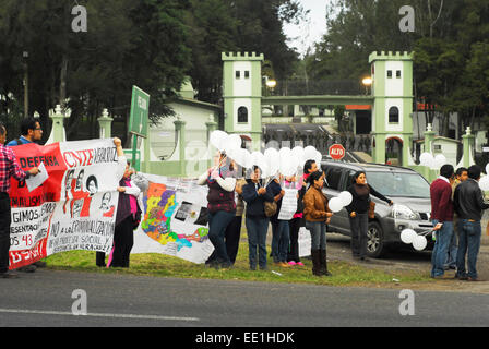 Guerrero, Mexico. 12th Jan, 2015. Teachers of the National Coordinator of Education Workers (CNTE) tried to enter - Stock Photo