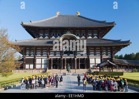 School children at Todaiji Temple, UNESCO World Heritage Site, Nara, Kansai, Japan, Asia - Stock Photo