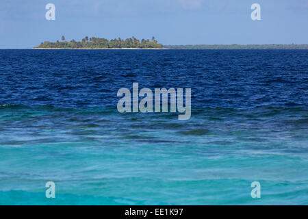 A deserted tropical island in the Indian Ocean in the Northern Huvadhu Atoll, Maldives, Indian Ocean, Asia - Stock Photo