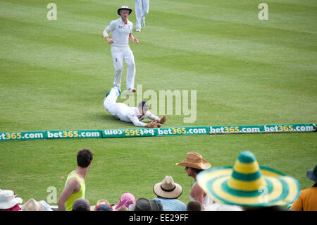 SYDNEY,AUSTRALIA - JANUARY 4: English cricketer Ian Bell fields a ball from the boundary line in the 2nd day of - Stock Photo