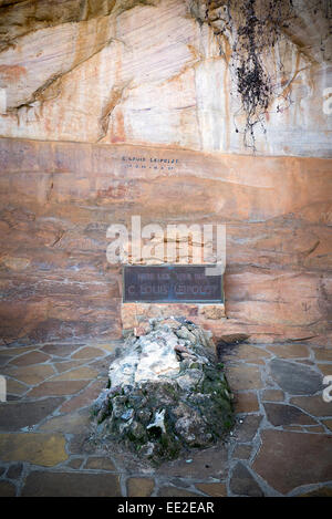 The grave of Dr. Christian Frederik Louis Leipoldt at Pakhuis Pass (Storehouse Pass), near Clanwilliam, South Africa. - Stock Photo