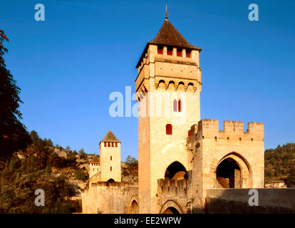 Cahors, Midi-Pyrenees, France. Pont Valentre - 14thC medieval fortified bridge across the River Lot - Stock Photo