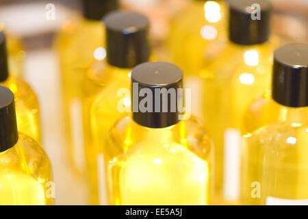 Detail, Oel, Flasche, Basisoel, Pflegeoel, Massageoel, Aromaoel, wohlriechend, Wellness, Entspannung, Erholung, - Stock Photo