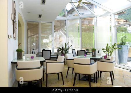 Bar, Bistro, Cafe, Wintergarten, Fenster, Innenaufnahme, Restaurant, Ruhetag, Stuehle, Tische, geschlossen, hell, - Stock Photo