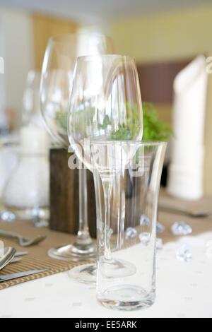 Tisch, gedeckt, festlich, Detail, Tischdeko, Tischdekoration, Glaeser, Weinglas, Wasserglas, Restaurant, Serviette, - Stock Photo