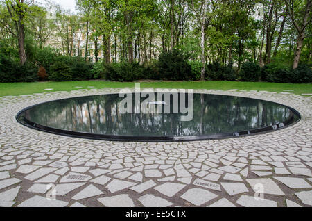 Memorial to the Sinti and Roma murdered by the Nazis, Tiergarten Park, Berlin, Germany - Stock Photo