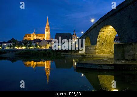 Deutschland, Regensburg, Stadtansicht, Dom St,  Peter, Steinerne Bruecke, Nacht, Europa, Bundesrepublik, Sueddeutschland, - Stock Photo