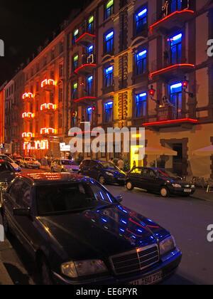 Deutschland, Frankfurt am Main, Bordell, Fenster, Eingang, Beleuchtung, Daemmerung, Nacht, nur redaktionell, Haus, - Stock Photo