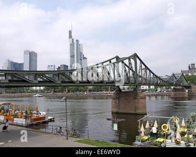 Deutschland, Hessen, Frankfurt am Main, Stadtansicht, Eiserner Steg, Bootsrestaurant , Stadt, Ansicht, Hochhaeuser, - Stock Photo