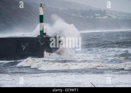 Aberystwyth, Wales, UK. 15th January, 2015. UK weather. Overnight stormy weather brought driving rain and heavy - Stock Photo