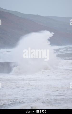 Aberystwyth, Wales, UK. 15th January, 2015. UK Weather: Gale force winds and stormy seas continue to batter the - Stock Photo