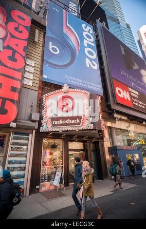 New York, USA. 15th Jan, 2015. A RadioShack store in New York on Thursday, January 15, 2015. The struggling electronics - Stock Photo