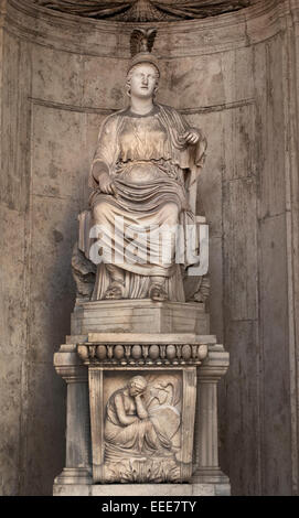 """Colossal Statue of Sitting Rome: """"Cesi Roma"""" Hadrianic period (117-138 AC) from a Greek original of the 5th century - Stock Photo"""