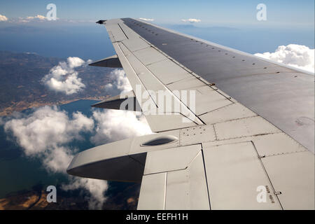 Fliegen, Flugzeug, Detail, Fluegel, Wolkenhimmel, Reise, Flug, Flugreise, Luftverkehr, Verkehrsmittel, Befoerderung, - Stock Photo