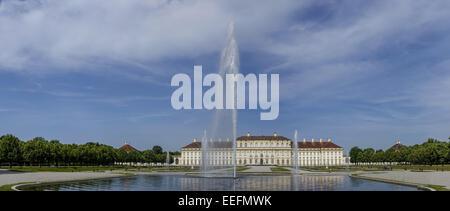 Blick auf das Neue Schloss Schleissheim mit Hofgarten, Oberschleissheim bei München, Oberbayern, Bayern, Deutschland, - Stock Photo