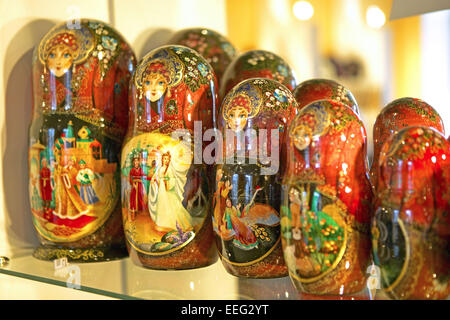 Russland St. Petersburg Souveniers Andenken Matrjoschka Matrjoschkas Puppen Souvenierladen Michaelschloss Mikhaylowskiyschloss - Stock Photo