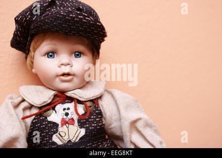Puppe, Augenfarbe blau, laecheln, Portrait, Spielzeug, Babypuppe, Augen, Schlafaugen, Konzept, Kindheit, Erinnerungen, - Stock Photo