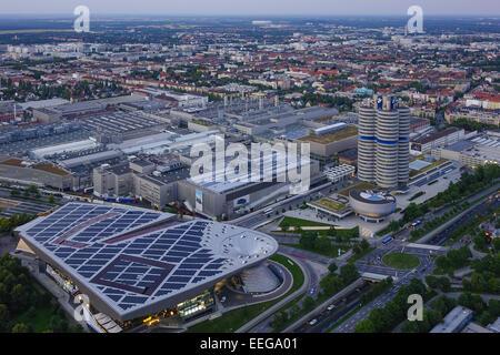 Blick auf die BMW-Welt und Hauptverwaltung 'BMW-Vierzylinder', München, Bayern, Deutschland, Europa, Look at the - Stock Photo