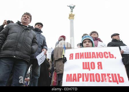 Volnovakha, Ukraine. 18th Jan, 2015. People hold placards reading 'Je suis Volnovakha' (''I am Volnovakha'') during - Stock Photo
