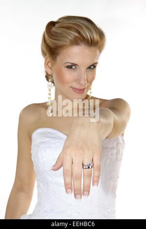 Braut, Hochzeit, Glueck, Gluecklich, Heirat, Heiraten, Brautkleid, Ring, Ehering, Romantik (Modellfreigabe) - Stock Photo
