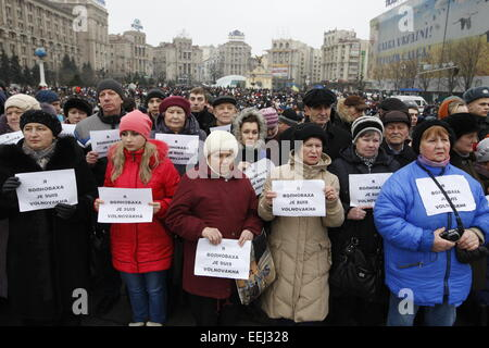 Kiev, Ukraine. 18th Jan, 2015. People at a demonstration to remember 12 people who died on a passenger bus when - Stock Photo
