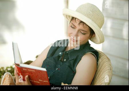 Personen, Frau, midage, kurzhaarig, kurzhaarige, dunkelhaarig, dunkelhaarige, bruenett, bruenette, Freizeit, Erholung, - Stock Photo