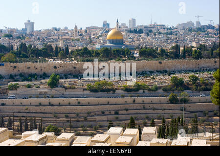 The dome of the rock as seen from the mount of olives - Stock Photo
