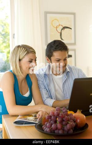 People, Frau, Mann, Paar, zwei, jung, Computer, Laptop, Internet, eMail, Notebook, Lernen, Tragbar, Datenverarbeitung, - Stock Photo