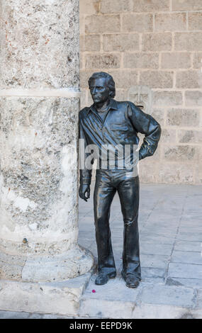 Statue of flamenco dancer Antonio Gades, by José Villa Soberón in front of the Palacio de Lombillo, on the Plaza - Stock Photo