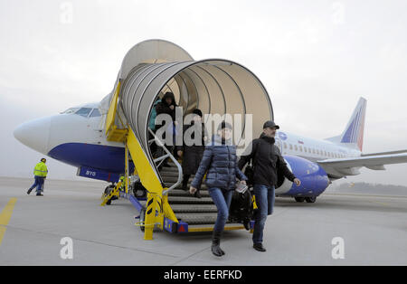 Pardubice, Czech Republic. 21st Jan, 2015. Passengers get off the Transaero Airlines UN 361 from Moscow at the airport - Stock Photo