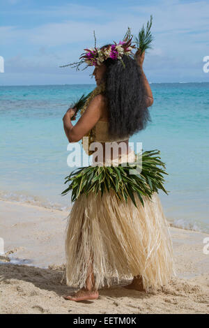 French Polynesia, Austral Islands, Raivavae. Polynesian welcome dance ceremony and folkloric show. Dancer on beach. - Stock Photo