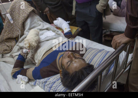 Dhaka, Bangladesh. 21st Jan, 2015. Razib Karmaker 22 university student suffering burn injuries from an attack on - Stock Photo