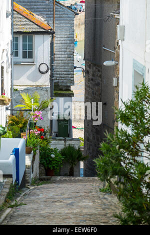 St Ives, Cornwall: Narrow street leading down to the Harbour Beach - Stock Photo