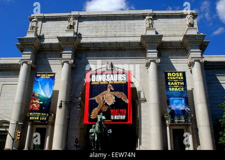 New York City:  East front main entrance to the American Museum of Natural History on Central Park West - Stock Photo