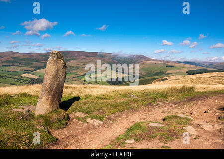 Late summer in the Peak District. Looking toward the Southern end of Kinder Scout from the track near Hope Cross. - Stock Photo