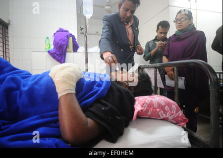 Dhaka, Bangladesh. 24th January, 2015. Burnt passengers admitted for treatment at the burn unit of Dhaka Medical - Stock Photo