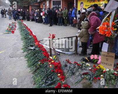 Donetsk, Ukraine. 24th Jan, 2015. People participate in a rally titled 'Light a candle of memory' at the tragedy - Stock Photo