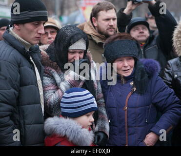 Donetsk, Ukraine. 24th Jan, 2015. A family mourns their relative, a victim of the public transport stop shelling, - Stock Photo