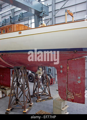 Pendennis Shipyard, Falmouth TR11 4NR, United Kingdom. Architect: na, 2014. Side elevation of yacht in dry dock. - Stock Photo