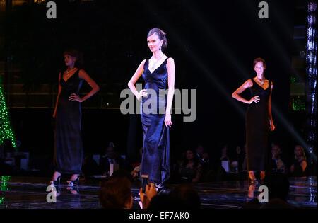 Dubai, United Arab Emirates. 27th Jan, 2015. Models present diamond jewelry during a diamond fashion show in Dubai, - Stock Photo