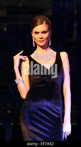 Dubai, United Arab Emirates. 27th Jan, 2015. A model presents diamond jewelry during a diamond fashion show in Dubai, - Stock Photo