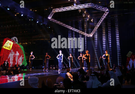 Dubai, United Arab Emirates. 27th Jan, 2015. Models present diamond jewelry during a diamond fashion show in Dubai, - Stock Photo