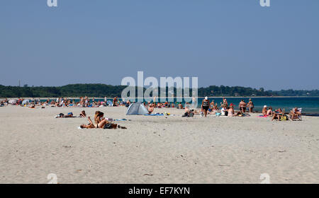 The beach at the popular summer resort Hornbæk / Hornbaek in North Zealand, Denmark, on a hot and sunny summer afternoon. - Stock Photo