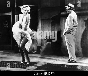 MARILYN MONROE & TOM EWELL THE SEVEN YEAR ITCH (1955) - Stock Photo