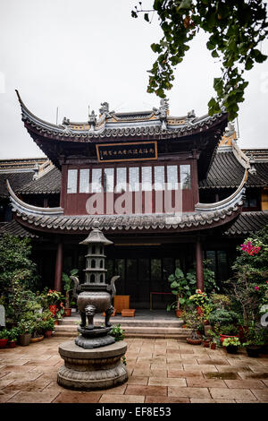 Chen Xiang Buddhist monastery courtyard in the old city of Shanghai, China - Stock Photo