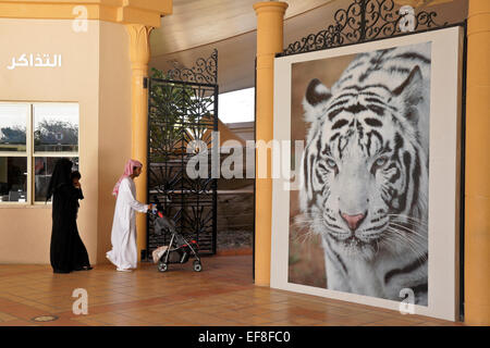 Arab family at entrance to Al-Ain Zoo, Abu Dhabi, United Arab Emirates - Stock Photo